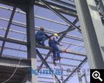 工人正在进行焊接作业