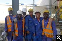鑫海技术人员与苏丹工人合影