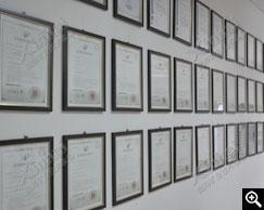 鑫海自主研发设备的专利证书墙