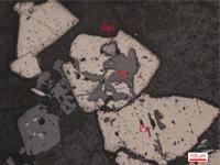 黄铁矿被闪锌矿交代呈骸晶